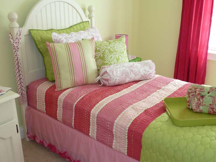 8 green bedroom decorating ideas for spring frances hunt for Pink green bedroom designs