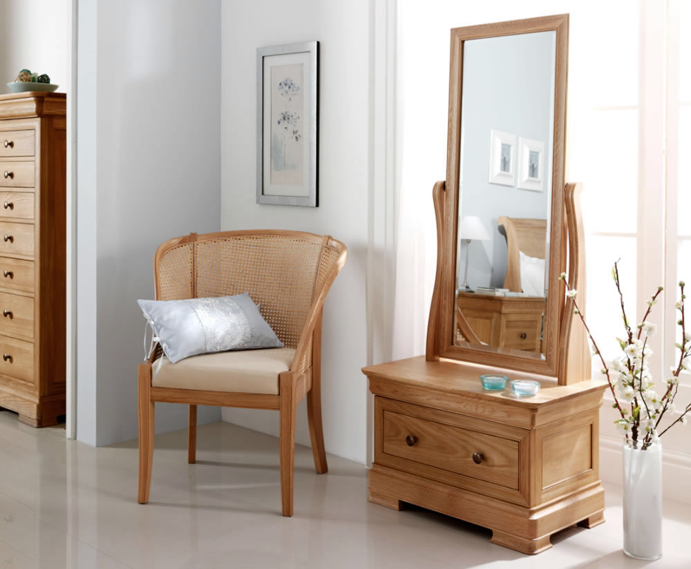 Mirror mirror on the wall which mirror is good for you - Living room ideas with oak furniture ...